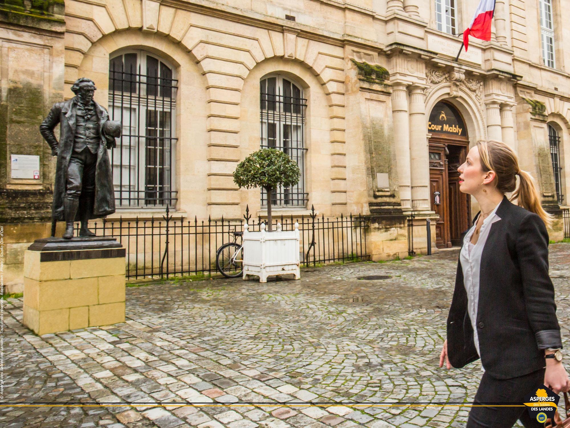 Place Mably, comment ne pas penser à Manet devant la statue de Goya