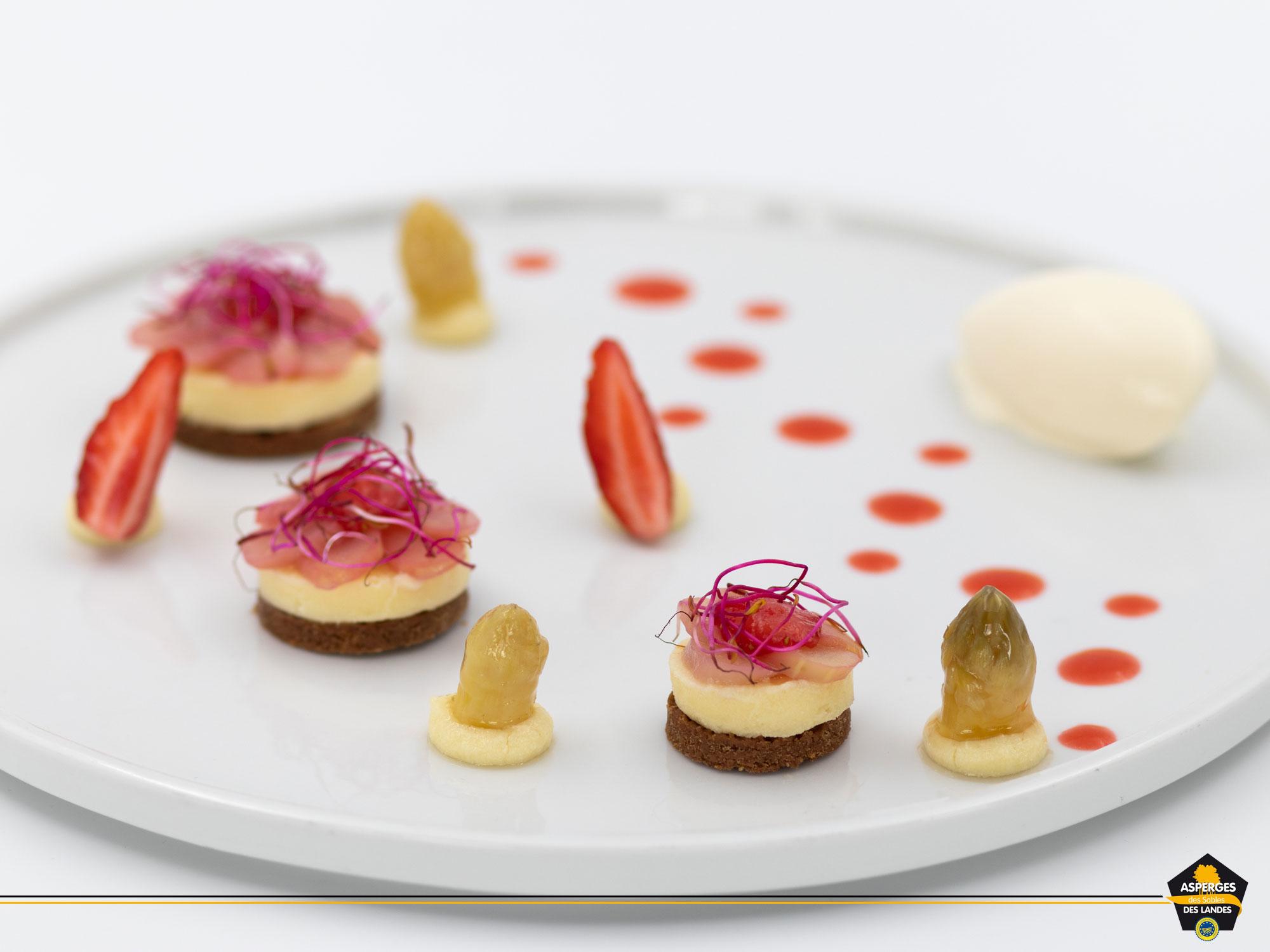 Décor gourmand : une recette d'Asperge des Sables des Landes façon dessert.